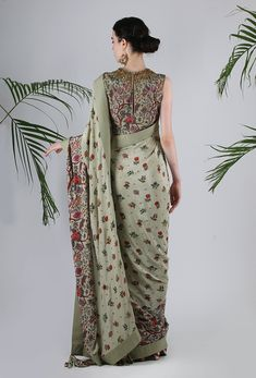 Lilly Special Edition Heavily Highlighted And Printed Cotton Blouse In Jade With Print Highlighted Crepe Sari In Jade Cotton Saree Blouse Designs, Blouse Patterns, Kurta Designs, Mehndi Designs, Simple Blouse Designs, Blouse Neck Designs, Stylish Sarees, Saree Look, Elegant Saree