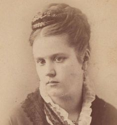 CDV-Beautiful-Serious-Young-Woman-with-Fancy-Hair-Comb-by-Ward-of-Horse-Heads-NY