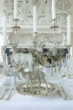 Get inspired to design the holiday table of your dreams with 12 beautiful traditional and modern tablescapes: White Christmas Table Christmas Table Settings, Christmas Tablescapes, Christmas Centerpieces, Holiday Tables, Christmas Decorations, Holiday Decor, Christmas Candles, Silver Christmas, Elegant Christmas