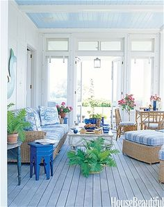 From a sunny yellow dining room to an outdoor kitchen, get ideas for easy, inviting décor.