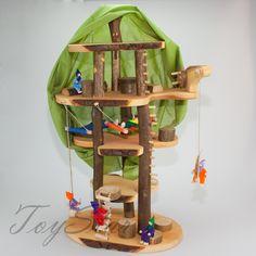 """Decor-Spielzeug """"Baumhaus Traum"""" ca. 60 cm groß - mit viel Zubehör und inkl. Filzpüppchen - Puppenhaus Holzspielzeug: Amazon.de: Spielzeug"""