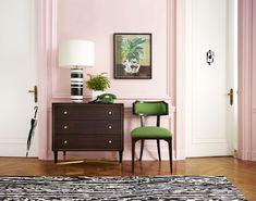 Pequeño rinconcito alegre, vistoso y colorido con #decoración #vintage con clara influencia del estilo Hollywood Regency.