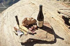 Enfer, Fontina, salsiccette, pane casereccio: merenda al Bivacco Money in Valle d'Aosta. Foto: Luca Benedet