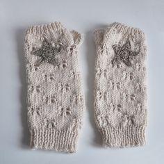 Mitaines longues beige – étoiles or | Julypouce tricote