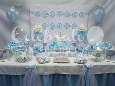 La mamá de Mateo quiso confiar en nosotros para la decoración de esta celebración tan especial, el bautizo de su pequeños. Decoramos con un bouquet de globos en tonos pastel la entrada y centros pa...