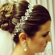 Noiva ~ coque ~ preso #flaviayukiehairstylist  #noivas #casamento #pousoalegre #suldeminas #penteado de #penteadosmodernos #makingof #atendimentovip #madrinhas #hairstyle #hairstylist #pivotpoint
