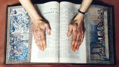 40-fresques-incroyables-cachees-sur-le-bord-des-pages-de-livres-anciens-3