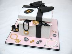 A Chanel themed jewellery box cake for Laney's birthday! I LOVED making this cake, all the jewellery items are modelled on actual items of Chanel jewellery, modern and vintage! Any of my cake decorating colleagues will know the sweat and. 17 Birthday Cake, Bithday Cake, Birthday Gifts, Birthday Favors, Pretty Cakes, Beautiful Cakes, Chanel Cake, Chanel Box, Gift Box Cakes