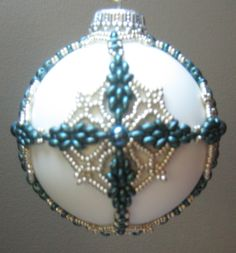 Original design by Mary Ballou (no info about a pattern) Beaded Ornament Covers, Beaded Ornaments, Diy Christmas Ornaments, Handmade Christmas, Jewelry Patterns, Beading Patterns, Beaded Christmas Decorations, Beaded Crafts, Noel Christmas