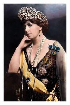 Königin Marie von Rumänien, Queen of Romania nee Princess of Edinburg 1875 – 1938 Queen Mary, King Queen, Queen Victoria Crown, Michael I Of Romania, Romanian Royal Family, Chanel Runway, Royal Jewelry, Portraits, Russian Fashion