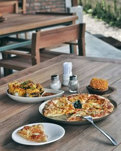 #Bali. Hi pizza lover we would like to recommend a delicious Margarita Pizza from @BeachTavernCanggu. Tasty dough & generous yummy topping just keep me going & going for the next slice