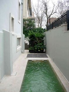It often seems that you won't be able to accommodate a pool in your small backyard. Don't be upset, you can go for a narrow pool! Small Backyard Pools, Small Pools, Small Outdoor Spaces, Outdoor Areas, Swimming Pool Designs, Swimming Pools, Lap Pools, Langer Pool, Spool Pool
