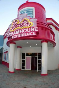 Located In Sunrise, Florida at Sawgrass Mills, the world's first life-size Barbie Dreamhouse has opened. Barbie Birthday Party, Barbie Party, Barbie Theme, Life Size Barbie, Barbie World, Vacation Places, Vacation Trips, Vacations, All I Ever Wanted