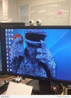 The world's cleverest desktop wallpaper idea ;)