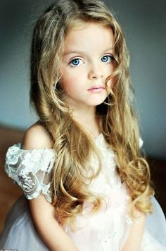 Her name is Milana Kurnikova from Russia. She's just 4 years old. What a beautiful enfant.
