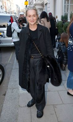 Lucinda Chambers, Fashion Director at British Vogue, is wearing a Marni coat Mature Fashion, Older Women Fashion, Lucinda Chambers, Bohemian Mode, Advanced Style, Boho Fashion, Womens Fashion, College Outfits, Look Chic
