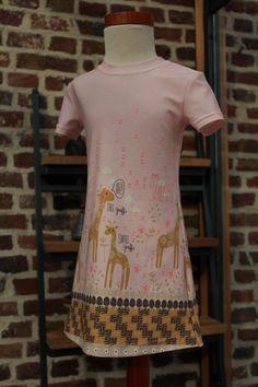 Gobi, randpatroon in tricot van Hilco stoffe. Jurk patroon Noelle van Supernova.