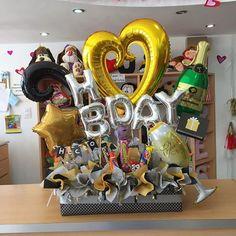 Un arreglo muy elegante ✨ para una ocasión especial 🍾🥂 #JoliandGift Balloon Flowers, Balloon Bouquet, Balloon Arrangements, Balloon Decorations, Hello Friday, Balloon Gift, Candy Bouquet, Ideas Para Fiestas, Flower Basket