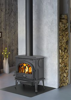 Jötul F 3 - Eldabutiken Corner Wood Stove, Airbnb House, Cigar Room, Fireplace Hearth, Feng Shui, House Design, Design Design, Decoration, Architecture Design