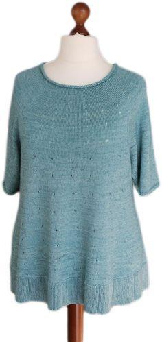 """Inspiriert vom wunderbaren """"Campanula"""" von Nicolor habe ich diesen Pullover entworfen. Dieser Pullover ist besonders geeignet für Starke Frauen mit besonders viel Weiblichkeit. Er wird von oben nach unten gestrickt und kann deshalb..."""
