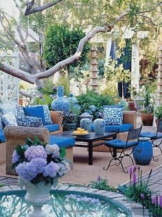 Find a focus color, whether inside or outside decorating. A color that amazes you!