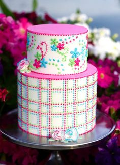 Such a bright and pretty cake!