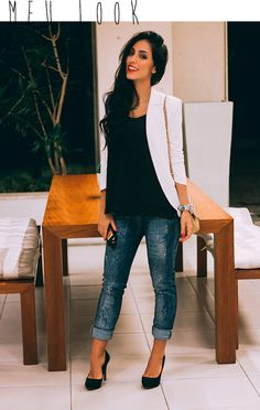 blazer branco + blusa preta + jeans
