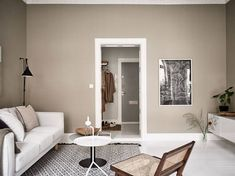 Now that fall weather seems to be all we are getting here in Munich, I'm really drawn to tints of brown and beige like in this stunning Swedish interior. The warm beige walls in the living room go very nicely … Continue reading → Beige Living Rooms, New Living Room, Living Room Interior, Living Room Decor, Home Design, Interior Design, Beige Sofa, Beige Walls, Interior Wall Colors