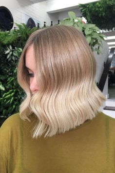 Tip: Begin at the roots if you want your bends to start higher.For this look, Young clamped at the root, turned the iron, and pulled straight down. The result is a bend that starts higher and complements the cheekbones. #refinery29 http://www.refinery29.com/2016/09/122734/soft-waves-hair-trend-instagram-photos#slide-3