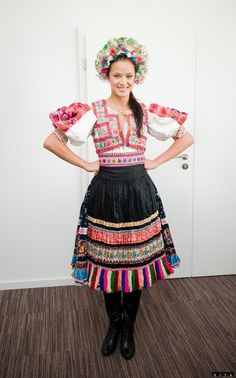 Ábelová (Western Slovakia) Folklore, Popular Costumes, Irish Fashion, Costumes Around The World, Group Costumes, We Are The World, Folk Costume, Traditional Dresses, Textile Design