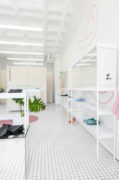 Par La Roy Fashion Boutique – Interior Design By Savvy Studio Boutique Interior Design, Decor Interior Design, Commercial Interior Design, Commercial Interiors, Display Design, Store Design, Tienda Fashion, White Square Tiles, Fashion Retail Interior
