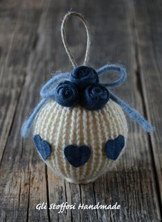 Xmas Crafts, Diy Christmas Ornaments, Christmas Projects, Decor Crafts, Crochet Bunny Pattern, Baby Cardigan Knitting Pattern, Crochet Patterns, Blue Christmas, Christmas Balls