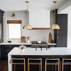 The kitchen that is top-notch white kitchen , modern kitchen , kitchen design ideas! Classic Kitchen, Rustic Kitchen, New Kitchen, Kitchen Decor, Kitchen Ideas, Awesome Kitchen, Beautiful Kitchen, Kitchen Hacks, Kitchen Trends