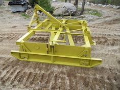 Homemade snow and grader blade constructed from tubing, angle iron, steel plate, and channel. Metal Projects, Welding Projects, Welding Ideas, Compact Tractor Attachments, Firewood Processor, Metal Fabrication Tools, Landscape Rake, Homemade Tractor, Tractor Accessories