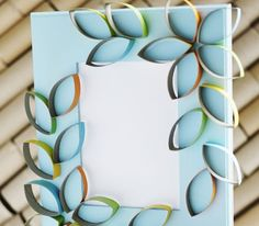 Portarretratos con pétalos de cartón