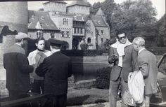 Baron Etienne en barones Hélène krijgen twee zonen, Hélin en Egmont. De oudste zoon Hélin komt op 24-jarige leeftijd om het leven tijdens een tragisch auto-ongeluk, waarna Egmont het kasteel erft. Als diplomaat en ambassadesecretaris zet hij de familietradities op vrij sobere wijze voort. De septemberbewoning krijgt een echte revival wanneer zijn zoon Thierry het kasteel erft.