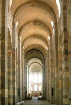 Een van de mooiste Romaanse kerken waar ik ben geweest: abdijkerk van Payerne (CH)