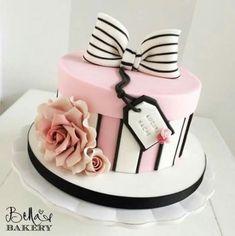 Birthday cake decorating women gift boxes ideas for 2019 18th Birthday Cake, Cool Birthday Cakes, Birthday Cake Girls, Makeup Birthday Cakes, Birthday Gifts, Birthday Design, Birthday Cupcakes, Hat Box Cake, Gift Box Cakes