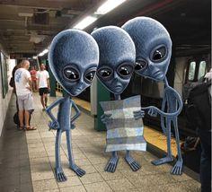 En el metro de Nueva York puede pasar casi cualquier cosa, historias de amor, maravillosos músicos en directo o terribles crímenes. También es ahora el lugar donde del ilustrador Ben Rubin… https://redespress.wordpress.com/2016/10/01/monstruos-en-el-metro-de-nueva-york/
