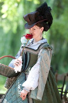 photo by Mark Meier fairephotography. Mode Renaissance, Costume Renaissance, Elizabethan Costume, Elizabethan Fashion, Elizabethan Era, Renaissance Wedding, Renaissance Fashion, Historical Women, Historical Clothing