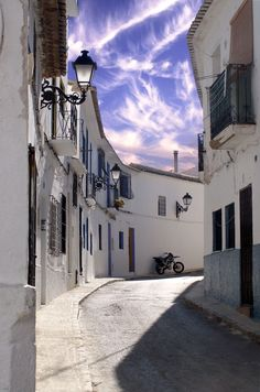 Altea's old town, Costa Blanca, Spain. Photo by Astronautilus.