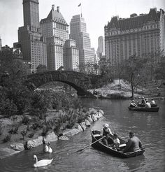 Boating in Central Park 1933 Photo: Anonymous Bettmann...