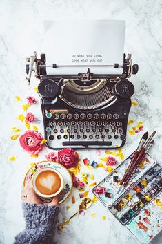 by Julia Dávila-Lampe - Photo 193485615 / Novel Writing Lampe Photo, Vintage Typewriters, Vintage Diy, Photo Instagram, Images For Instagram, Facebook Instagram, Coffee Art, Coffee Time, Beauty Photography