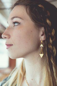 boucles d'oreilles triangles, bijoux géométriques, boucles d'oreilles géométriques, boucles d'oreilles beige nude, boucles d'oreilles flèche