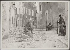 Spain - - GC - Republican soldiers at Belchite. Nerja Spain, Civil War Art, Old Photos, Wwii, World, Pictures, Photography, Painting, Cuba