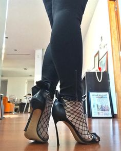 Sexy Legs And Heels, Hot High Heels, Strappy Heels, Stilettos, Killer Heels, Stiletto Shoes, Fashion Heels, Buffy, Christian Louboutin Shoes