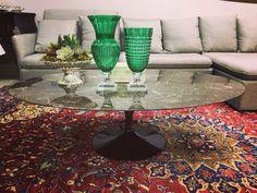 Mesa Tulipa Saarinen de centro, tampo de pedra. Table, Furniture, Home Decor, Tulip Table, Home Furnishings, Centre, Mesas, Decoration Home, Room Decor