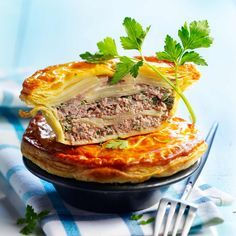 Potato Pie with Minced Meat - Recipes - recette cuisine - Meat Recipes Potato Recipes, Meat Recipes, Cooking Recipes, Potato Pie, Quiches, Minced Meat Recipe, Salty Foods, Love Food, Food Porn