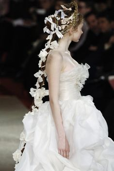 ❀ Flower Maiden Fantasy ❀ beautiful art fashion photography of women and flowers - Lily Cole at Christian Lacroix Haute Couture Lily Cole, Christian Lacroix, Mode Rococo, Fashion Details, Fashion Design, Wedding Inspiration, Style Inspiration, Fashion Pictures, One Shoulder Wedding Dress