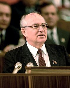 Mikhail Sergeyevich Gorbachev (born 2 March is a former Soviet statesman. He was the last undisputed leader of the Soviet Union. He was awarded the 1990 Nobel Peace Prize. Mikhail Gorbachev, Celebridades Fashion, Head Of State, Socialism, Communism, Nobel Prize, World Leaders, Cold War, People
